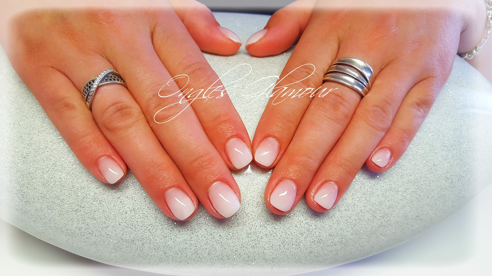 babyboomer sur ongles courts